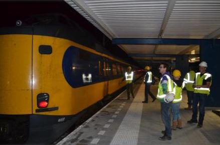 Eerste trein over spoor Enschede