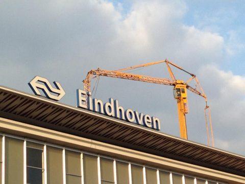 hijskraan, centraal station, Eindhoven, @MartineEM/Twitter