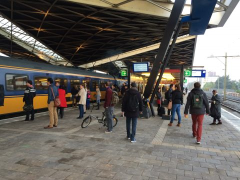 Reizigers, Tilburg Centraal, perron