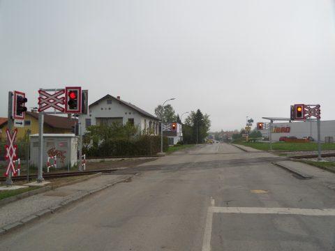 Spoorwegovergang, Mariazeller spoorlijn, Kirchberg an der Pielach, Oostenrijk