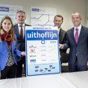 Op de foto van links naar rechts: Lot van Hooijdonk, wethouder gemeente Utrecht, Arjen Gerritsen, portefeuillehouder BRU, Bart Regtuijt, directeur BAM Rail en Ronald Buitenhek, directeur projectorganisatie Uithoflijn
