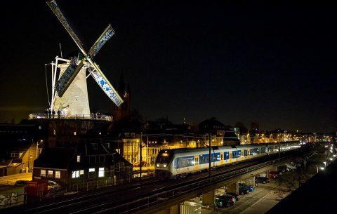 Laatste trein over spoorviaduct Delft