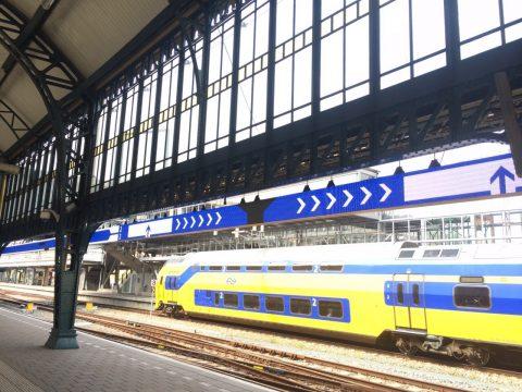 LED-schermen, perron, station Den Bosch