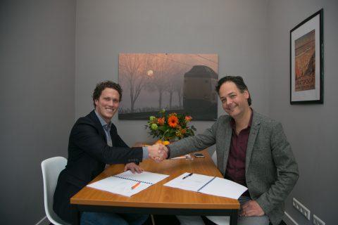 Joost van Opijnen, directeur SVO-rail, Bastiaan Cuijpers, accountmanager, NS Stations