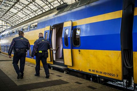 Service en veiligheid medewerkers, NS, beveiligers, station