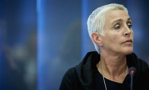 Staatssecretaris Wilma Mansveld tijdens een AO Spoor in de Tweede Kamer