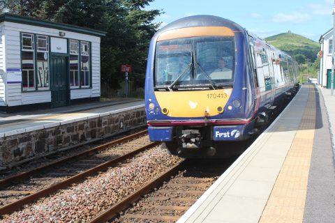 Scotrail trein, station Insch, spoorlijn Aberdeen-Inverness