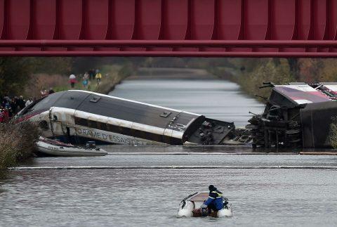 Ontspoorde hogesnelheidstrein TGV in Frankrijk