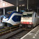 NS-sprinter en Traxx-locomotief op station Breda Centraal