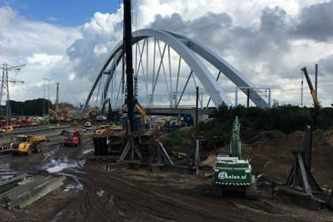 Werkzaamheden spoorbrug over de A1, foto: Rijkswaterstaat