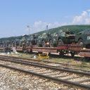 Een spoorlijn in Kosovo