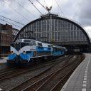 Een trein van Railpromo op station Amsterdam Centraal