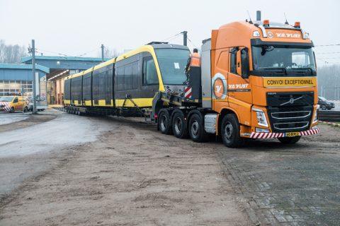 CAF-tram voor Uithoflijn op dieplader