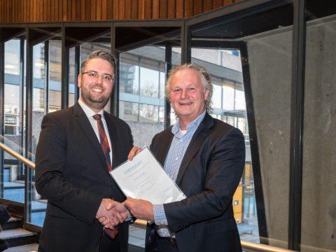 Masterstudent Bart Leistra van TU Delft en ProRail directeur Pier Eringa