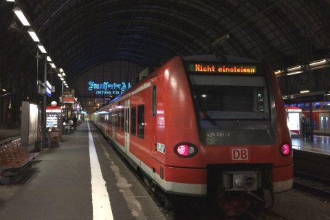 Passagierstrein Deutsche Bahn, treinstation Frankfurt