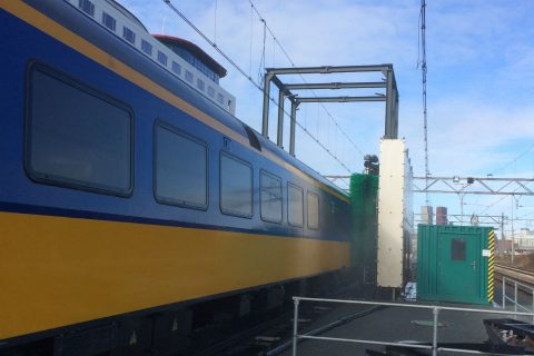 Een wasstraat voor treinen van NS