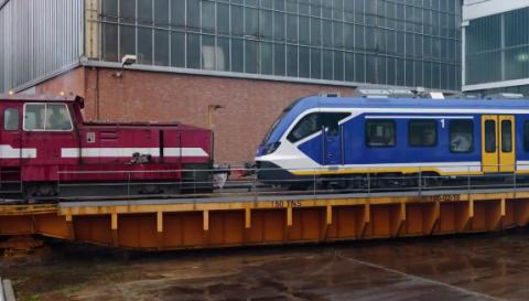 De eerste NS-Sprinter verlaat de fabriek in Spanje, foto: NS