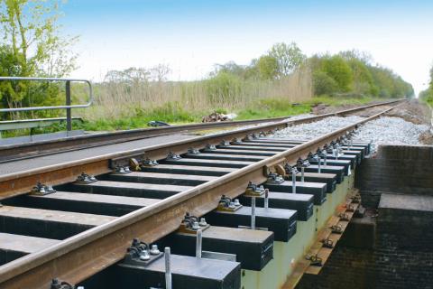 De hybride kunststof dwarsligger van Voestalpine Railpro