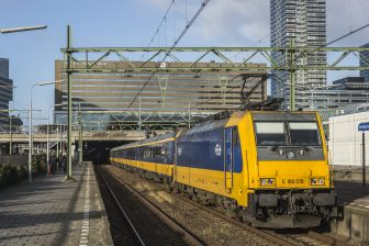 Traxx-locomotief NS tussen Eindhoven en Den Haag, foto: NS