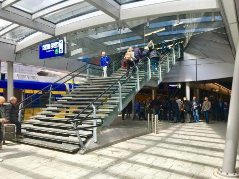 Een vaste trap op treinstation Utrecht Centraal, foto: NS