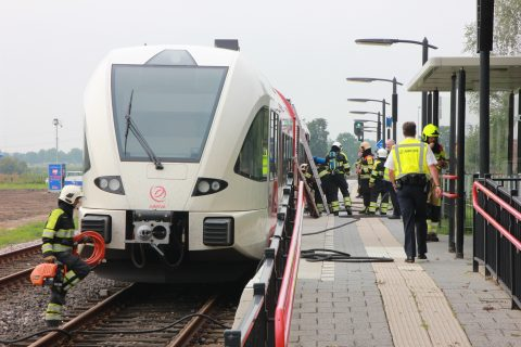 Brand Arriva-trein op station Dodewaard, foto: AS Media