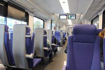 Het interieur van een Flirt-trein van NS