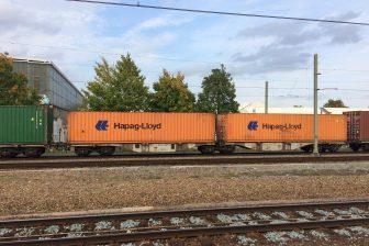 Een goederentrein met containers bij Tilburg