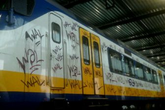 Graffiti op NS-trein in Haarlem, foto: Politie