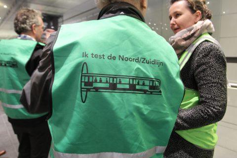 Groen hesje Ik test de Noord/Zuidlijn Amsterdam