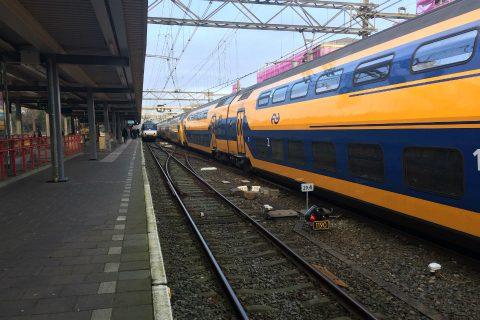 NS-treinen rood sein treinstation Dordrecht
