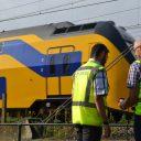 Experts van Dekra Rail bij een NS-trein