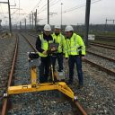 Medewerkers van Strukton Rail testen de IMS 500-meettrolley