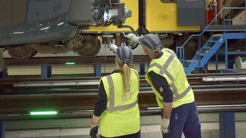 Inspectie van een trein door Inspectie Leefomgeving en Transport