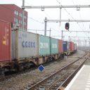 Passerende goederentrein station Breda
