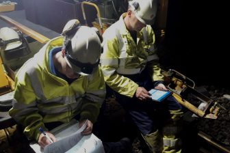 Lassers van Strukton Rail werken met de las-app van Dual Inventive