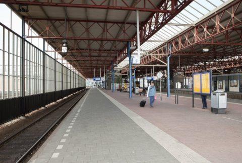Overzicht overkapping met constructie boven perron station Eindhoven