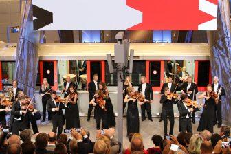 Het Nederlands Kamerorkest tijdens de opening van de Noord/Zuidlijn