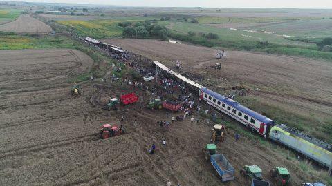 Trein ontspoort in het noordwesten van Turkije. Hakan Mehmet Sahin / Anadolu Agency