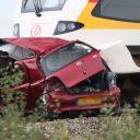 Botsing auto-trein in Scheemda (bron: De Vries Media)