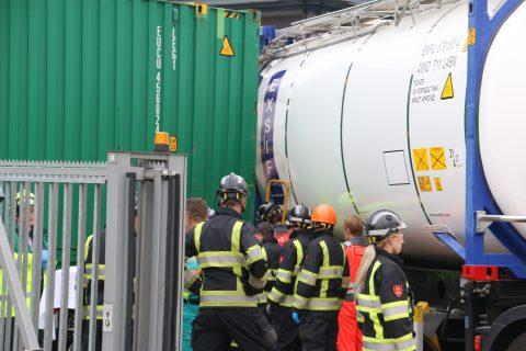 Botsing goederentrein en vrachtwagen bij Pernis, foto: GinoPress