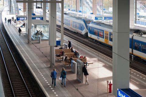 Een sprinter op station Breda