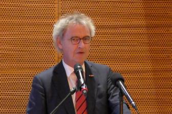 NS-topman Roger van Boxtel tijdens het netwerkdiner in de ambassade in Berlijn