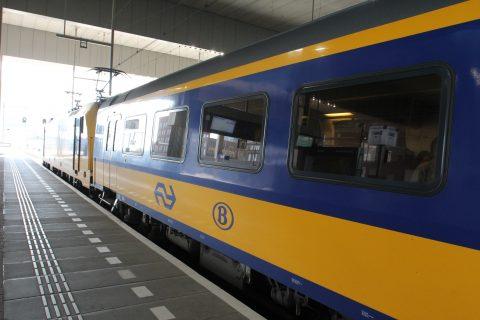 Een Intercity Direct-rijtuig op station Breda