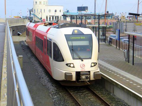 Een Stadler GTW-trein van Arriva in Harlingen