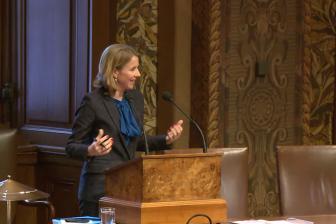 Staatssecretaris Stientje van Veldhoven in de Eerste Kamer