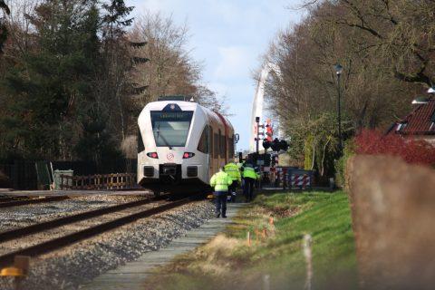 Persoon belandt onder trein in Zuidhorn, foto: Venema Media