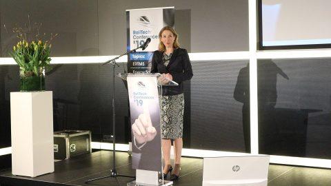 Staatssecretaris Stientje van Veldhoven geeft een presentatie tijdens RailTech Europe 2019