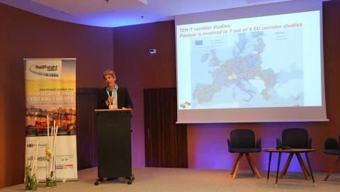 Adriaan Roest Crollius spreekt op de RailFreight Summit 2019