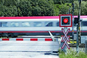 Train_crossing, bron Pilz