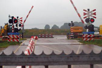 De overweg ten oosten van Groningen die nu van een werkende ahob-installatie, foto: RailAlert/Jan Kees Hofker
